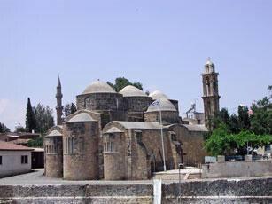 Church of the Apostles Varnavas and Ilarionas, Peristerona