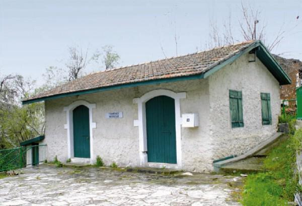 The mosque in the village of Moniatis