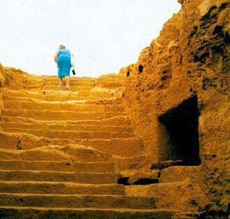 Τάφοι Μακρονήσου, Αγία Νάπα