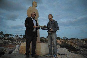 Τα πρώτα τρία Γλυπτά για φέτος τοποθετήθηκαν χθες στο Πάρκο Γλυπτικής